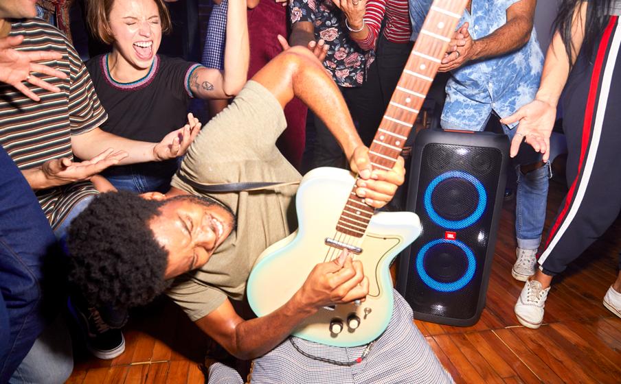 Conexion de guitarra y microfono a bocina